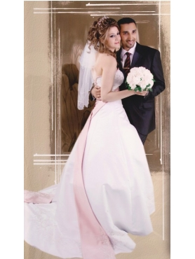 Discount Elegant A-Line Beading Strapless Wedding Dress