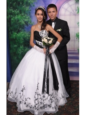Discount White and Black Sweetheart Appliques Wedding Dress
