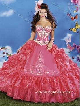 Discount 2015 Inexpensive Beading and Ruffled Layers Sweetheart Red Quinceanera Dresses MRYS035