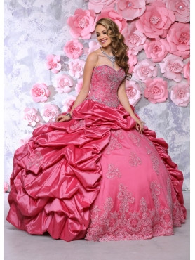 Discount Romantic Beaded and Bubbles Coral Red Quinceanera Gown with Appliques