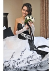 images/v/20130328/white-and-black-sweetheart-appliques-wedding-dress-2.jpg