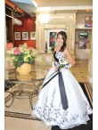 images/v/20130328/white-and-black-sweetheart-appliques-wedding-dress-3.jpg